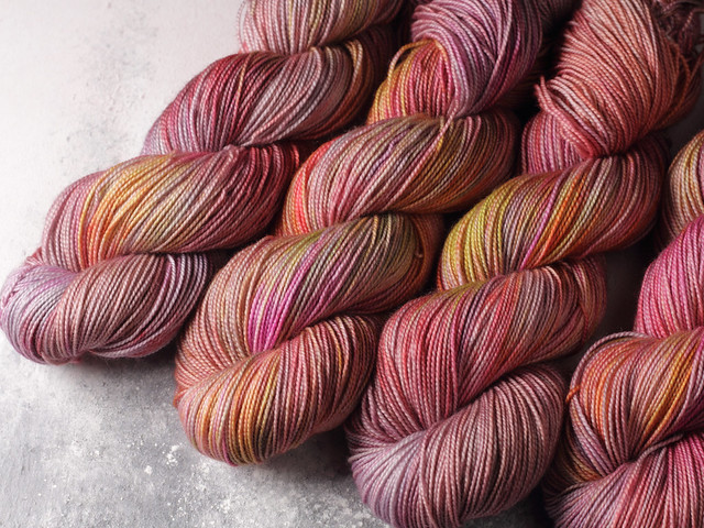 Favourite Sock – pure Merino 4 ply/fingering weight wool superwash hand dyed yarn 100g – Vintage Rose