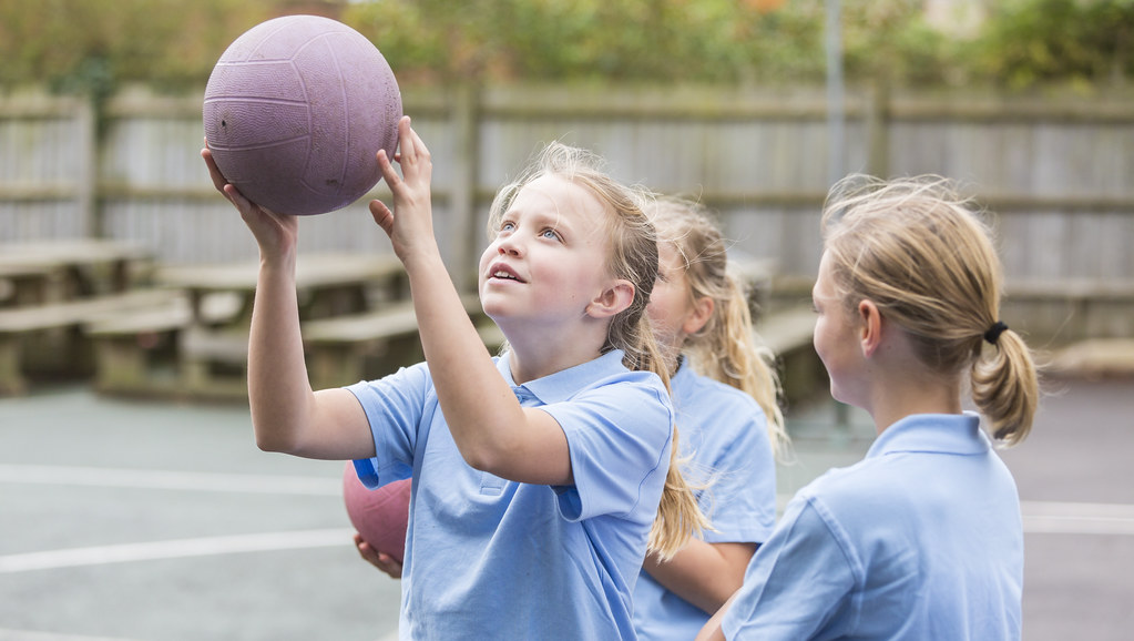 Young girls playing netball