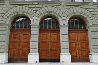Bundeshaus edificio exterior Palacio Federal de Suiza o del Parlamento en Bundesplatz Plaza de la Confederacion Berna Suiza 05