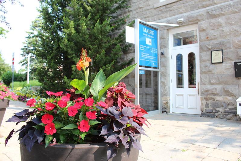 mar, 07/09/2019 - 10:02 - Entrée des bureaux du SEM (Saint-Eustache Multiservice) à la mairie. Nous vous invitons à aller y faire un tour si vous avez des questions concernant la Ville!