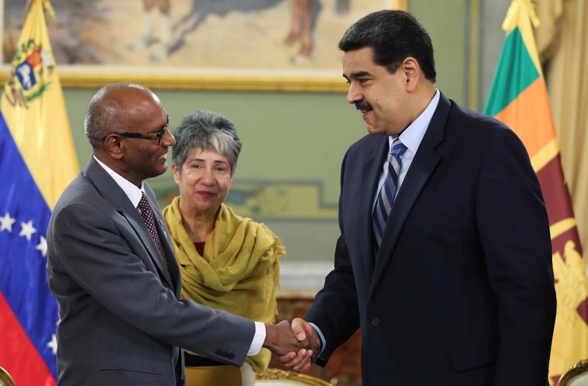 Jefe de Estado venezolano recibe cartas credenciales del Embajador de Sri Lanka