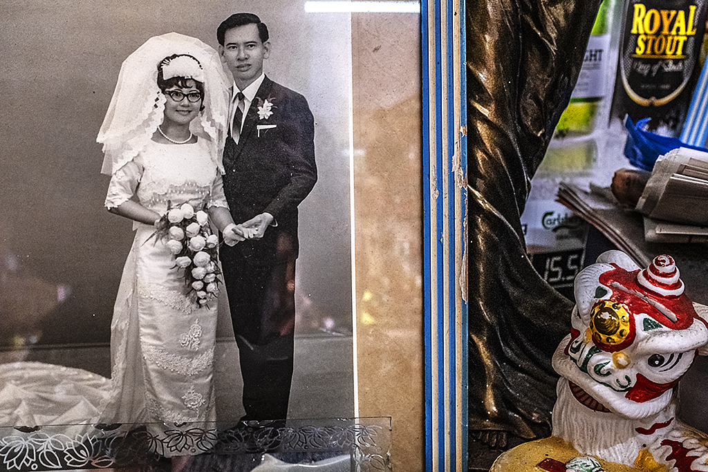 Wedding photo in antique store--Taiping