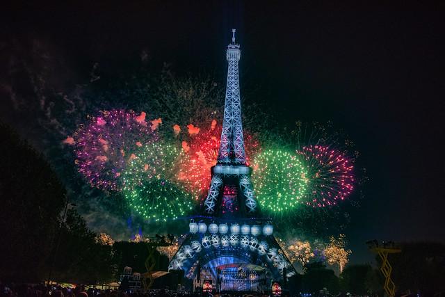Vive la France...! Le 14 Juillet   à Paris . The National day of France ! No. 0998.