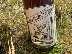 Drinking a Den Glada Bagarens Grillöl by Gamla Enskede Bryggeri