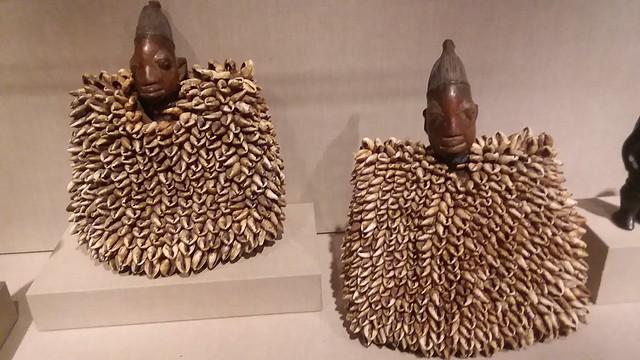 Twin commemorative figures