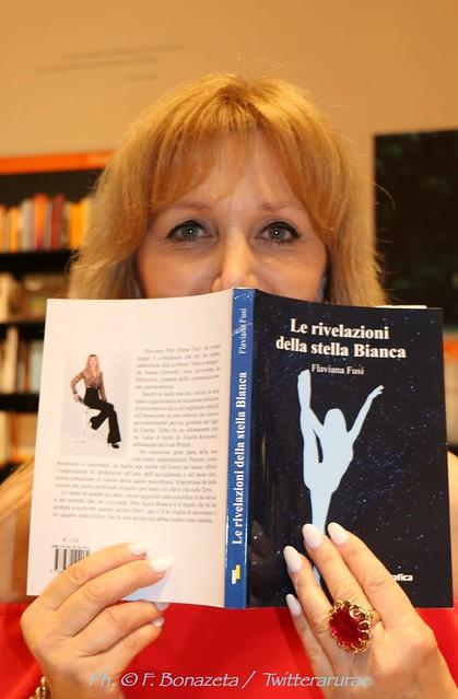 Libro Le rivelazioni della stella Bianca di Flaviana Fusi  fotogallery della presentazione alla libreria Feltrinelli Verona