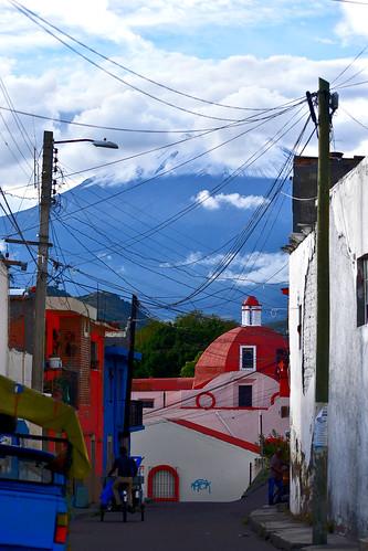 Callejón directo al Volcán Popocatepetl