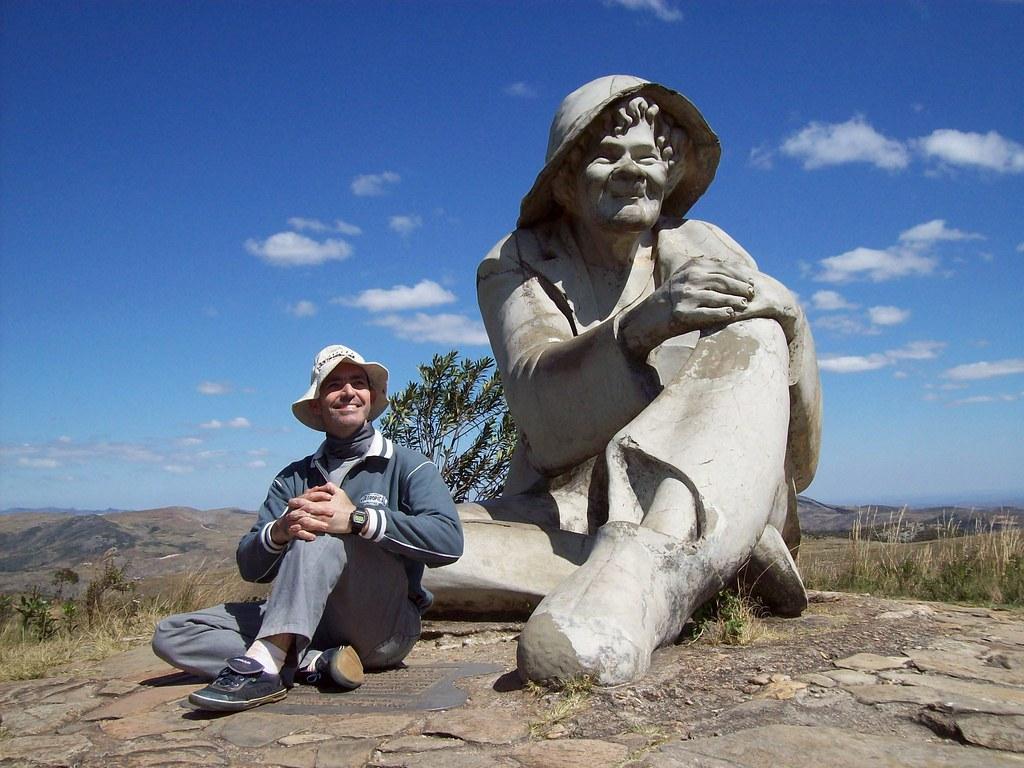 Eu e a Estátua do Juquinha - Serra do Cipó (MG)