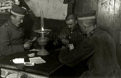 Skat by lamplight / Württembergisch Landsturm Infanterie Bataillon 'Gmünd' (XIII. 19)
