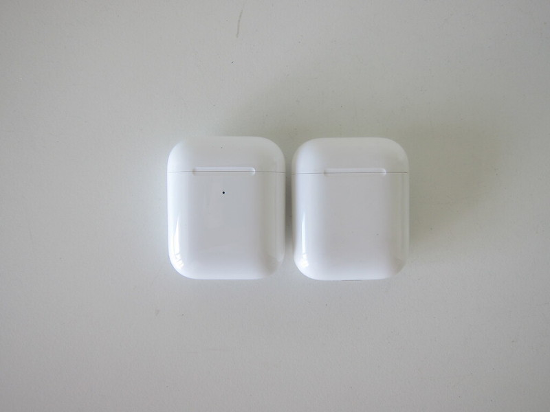 Apple AirPods (2019)  vs Apple AirPods (2016) - Front