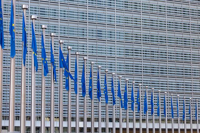 Das Berlaymont-Gebäude in Brüssel mit Flaggen der Europäischen Union