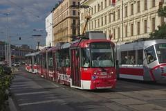 2017-08-15 CZ Brno-střed, Benešova, VarioLF2 1103+VarioLF2 linka 1, Škoda 13T linka 2