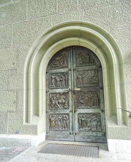 puerta exterior de edificio Berna Suiza 08