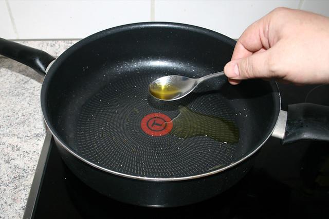 22 - Mehr Olivenöl in Pfanne erhitzen / Put more olive oil in pan