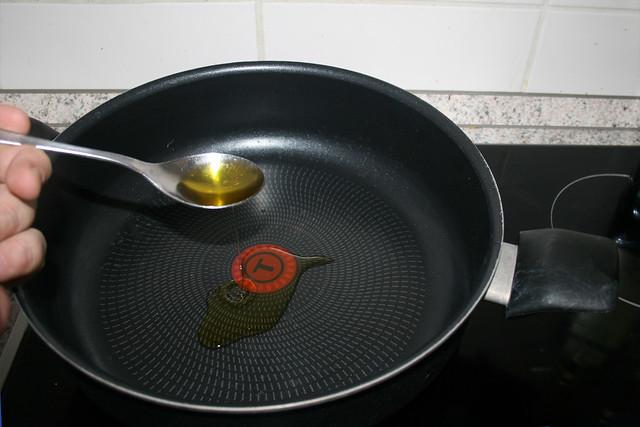 14 - Olivenöl in Pfanne erhitzen / Heat up olive oil in pan