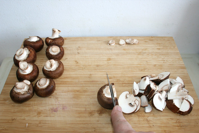 11 - Champignons in Scheiben schneiden / Cut mushrooms in slices