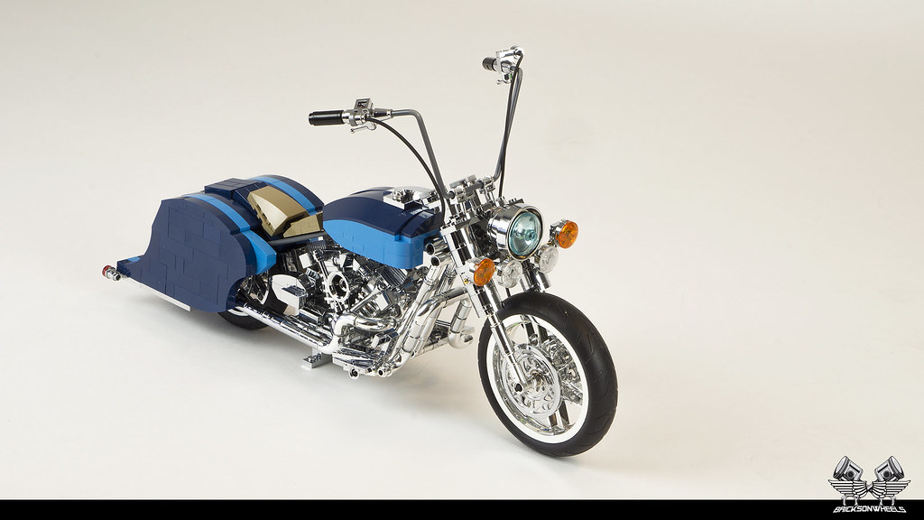 A decade of chromed bricks: Harley Davidson Road King Lowrider in Lego 1:10