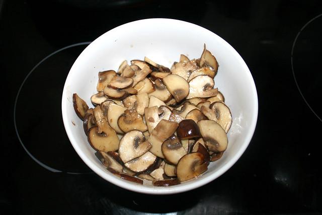 21 - Champignons bei Seite stellen / Put mushrooms aside