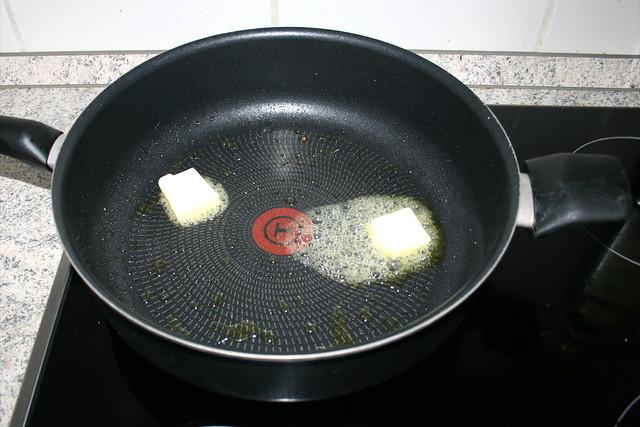 18 - Butter in Pfanne schmelzen / Melt butter in pan