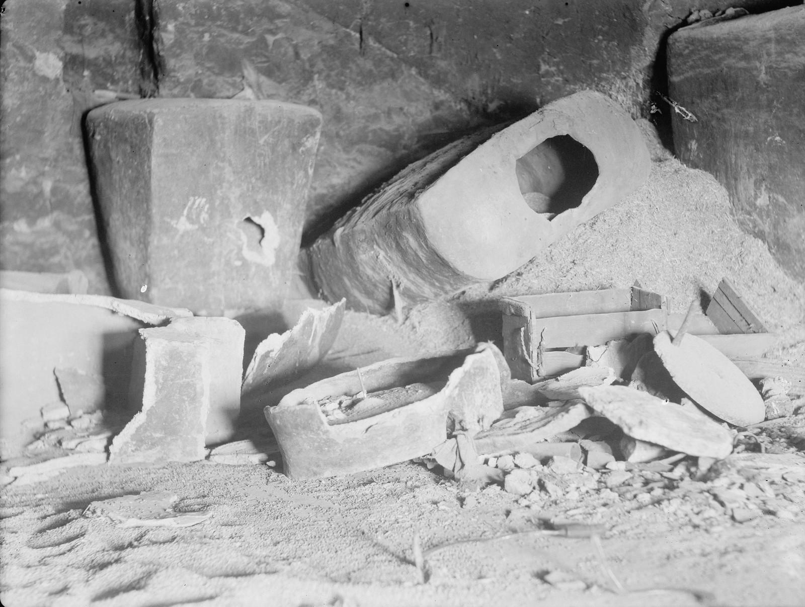 22. Британцы взорвали арабские дома в деревне Халхул близ Хеврона. Это было проделано в рамках операции по изъятию оружия