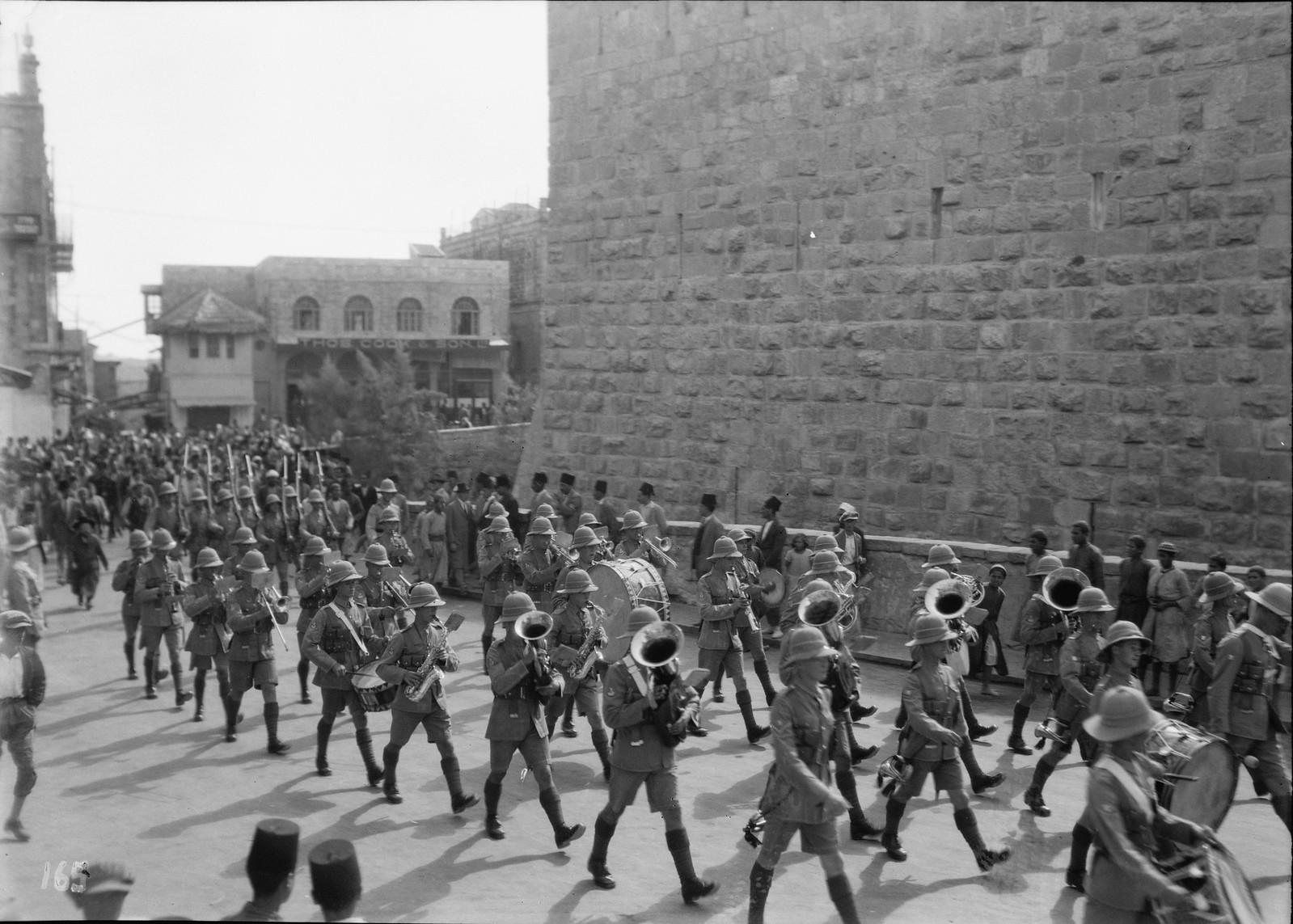 19. Иерусалим. Британские войска маршируют у Яффских ворот