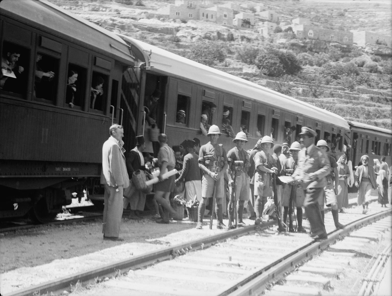 02. Баттир. Пассажирский поезд с военным конвоем