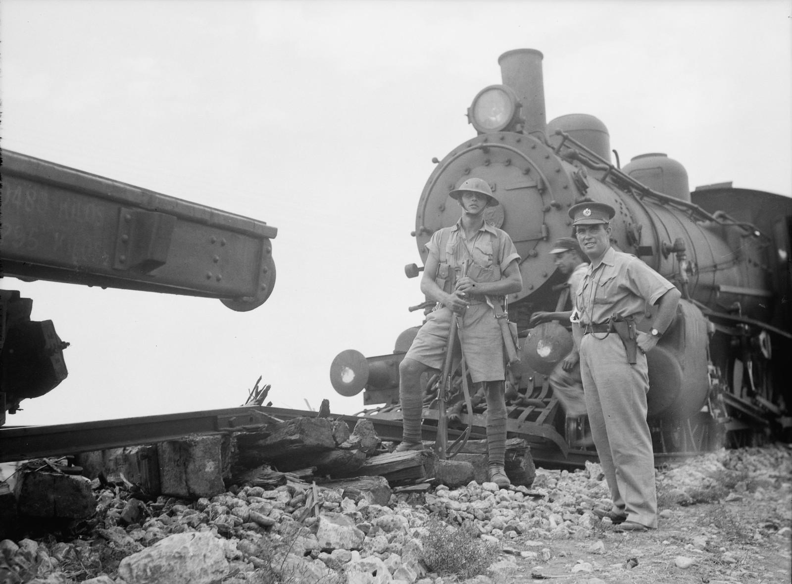 08. Рас-эль-Айн. Поврежденный локомотив