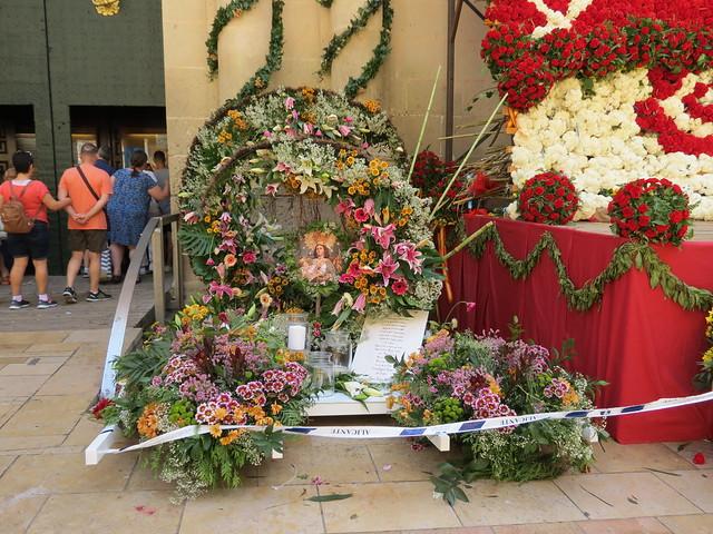 Ofrenda de flores a la Virgen del Remedio