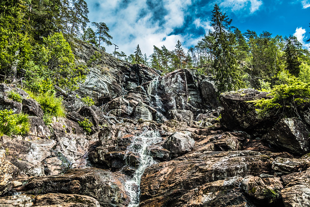 Elgå waterfall - a closer look