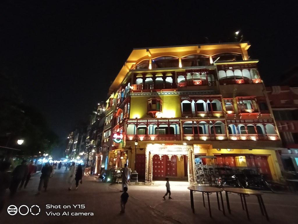 Ultra-wide shot by Vivo Y15 night
