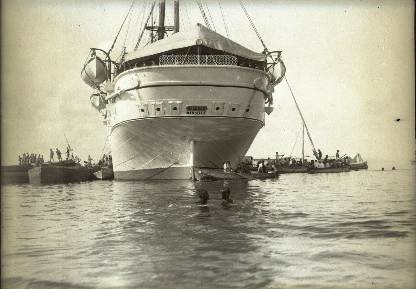 26. Сомали. Прибытие парохода Djemnah в порт Джибути