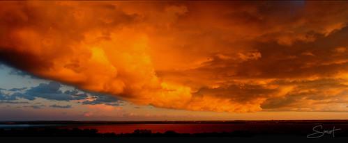 nuages météo température nature ciel couleur menaçant orage tempête vent fort lac eau rivière arbres silhouette photos simpa© sunsetsofourhearts