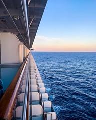 Navegando el Mar Caribe rumbo a Islas Caimán  donde llegaremos el lunes. Tomada a las 7:20am en el #caribbeanprincess Justo frente a La Habana  #iphonexs @princesscruises_ar #caribeconprincess