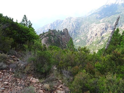 Dans la montée au-dessus du col N (750m) de Punta Russa : Punta Russa depuis le point extrême de la reconnaissance