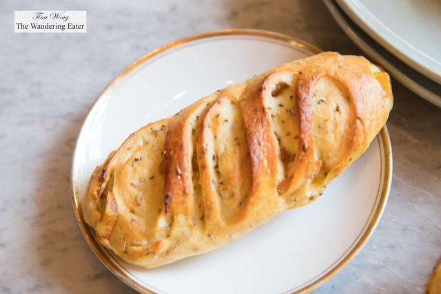 Pain a Jojo - Fennel seed and confit orange bread