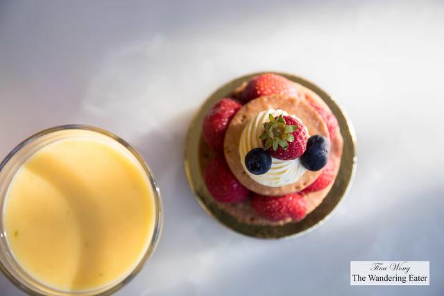 Quebec strawberries tartlet and passion fruit, mango, almond milk smoothie