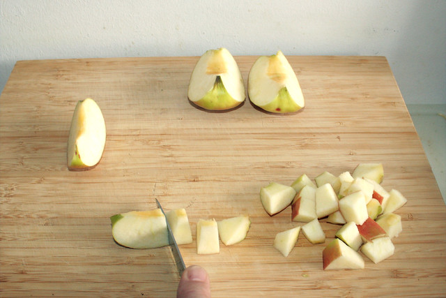 14 - Apfel würfeln / Dice apple