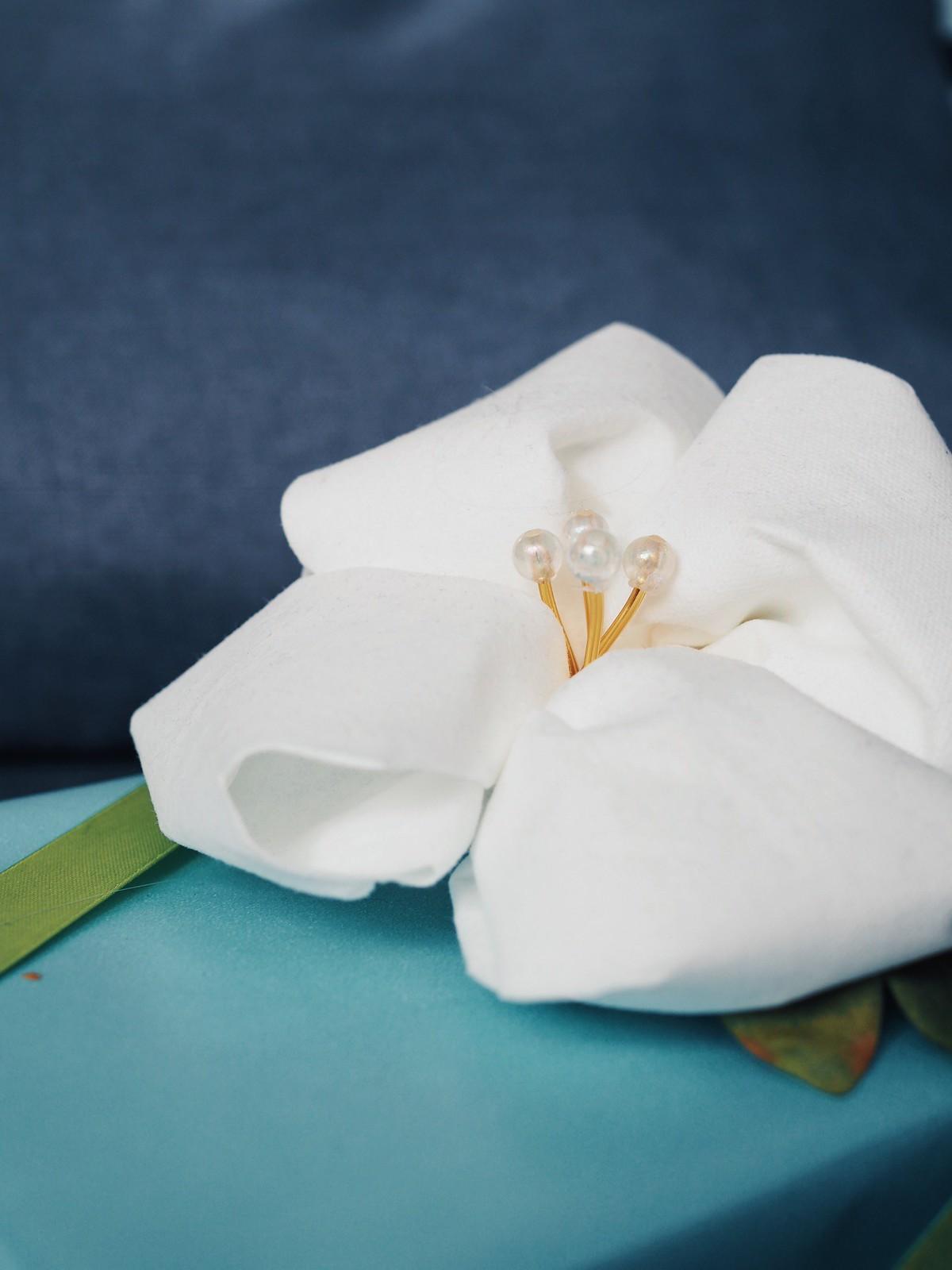 lautasliinasta-askarreltu-kukka