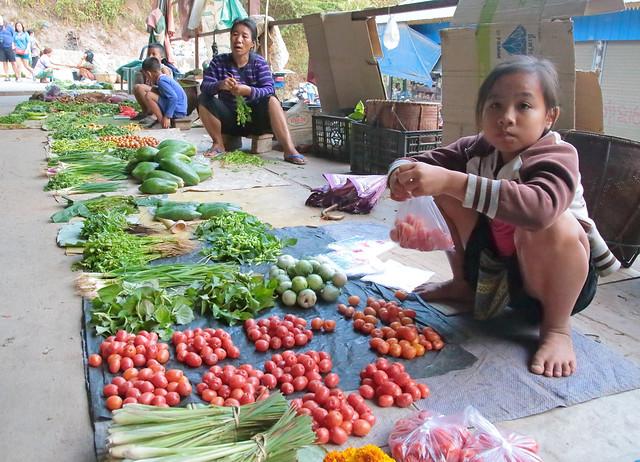 Muang Pakbèng Market Girl