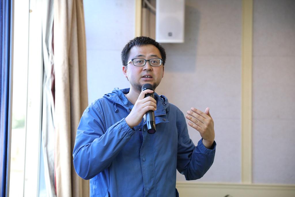 中心專案主管耿得安介紹麗江專案概況。