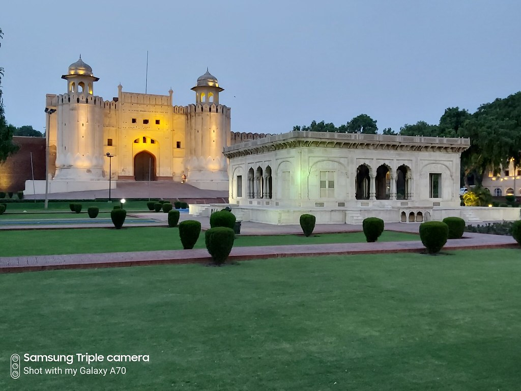 Lahore fort HDR Mode in low-light mobile photography