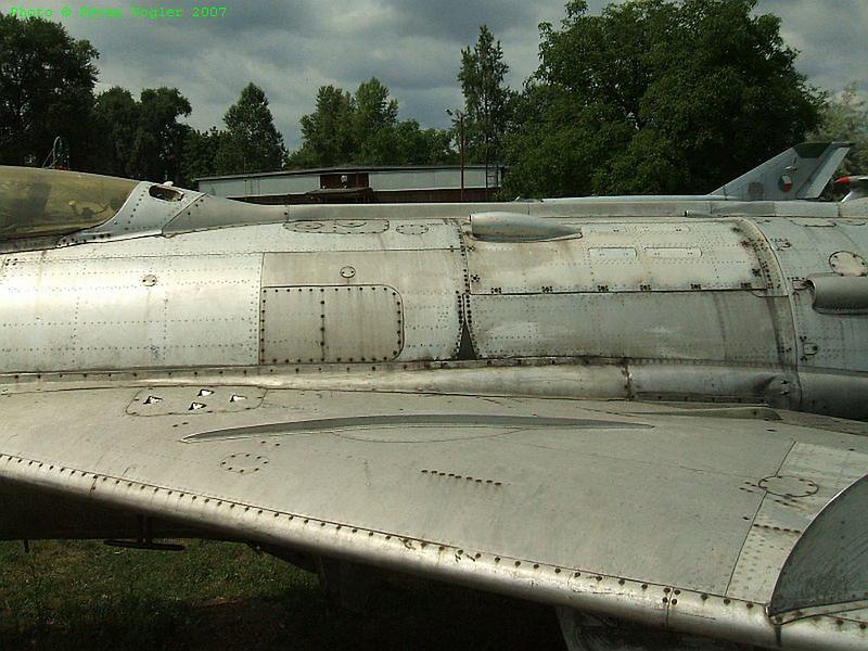 MiG-19S 4