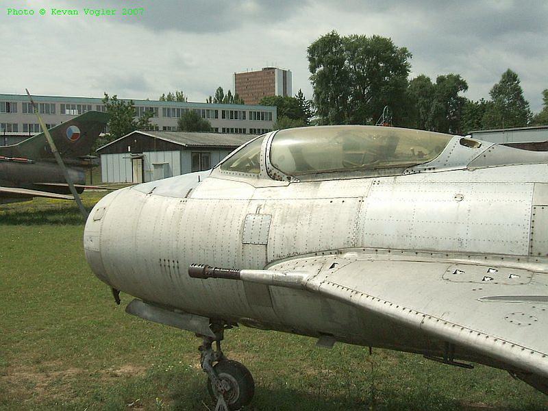 MiG-19S 3