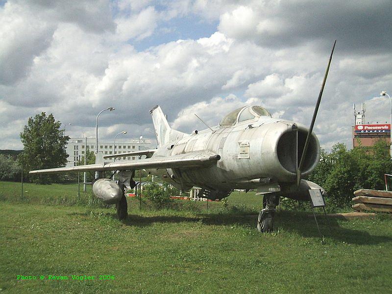 MiG-19S 2