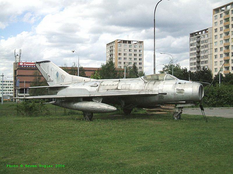 MiG-19S 1