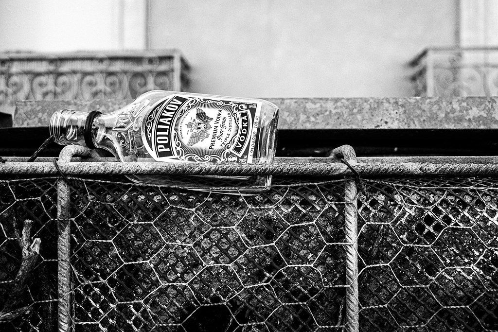 190612.vodkabottle.fence.bw-0001271