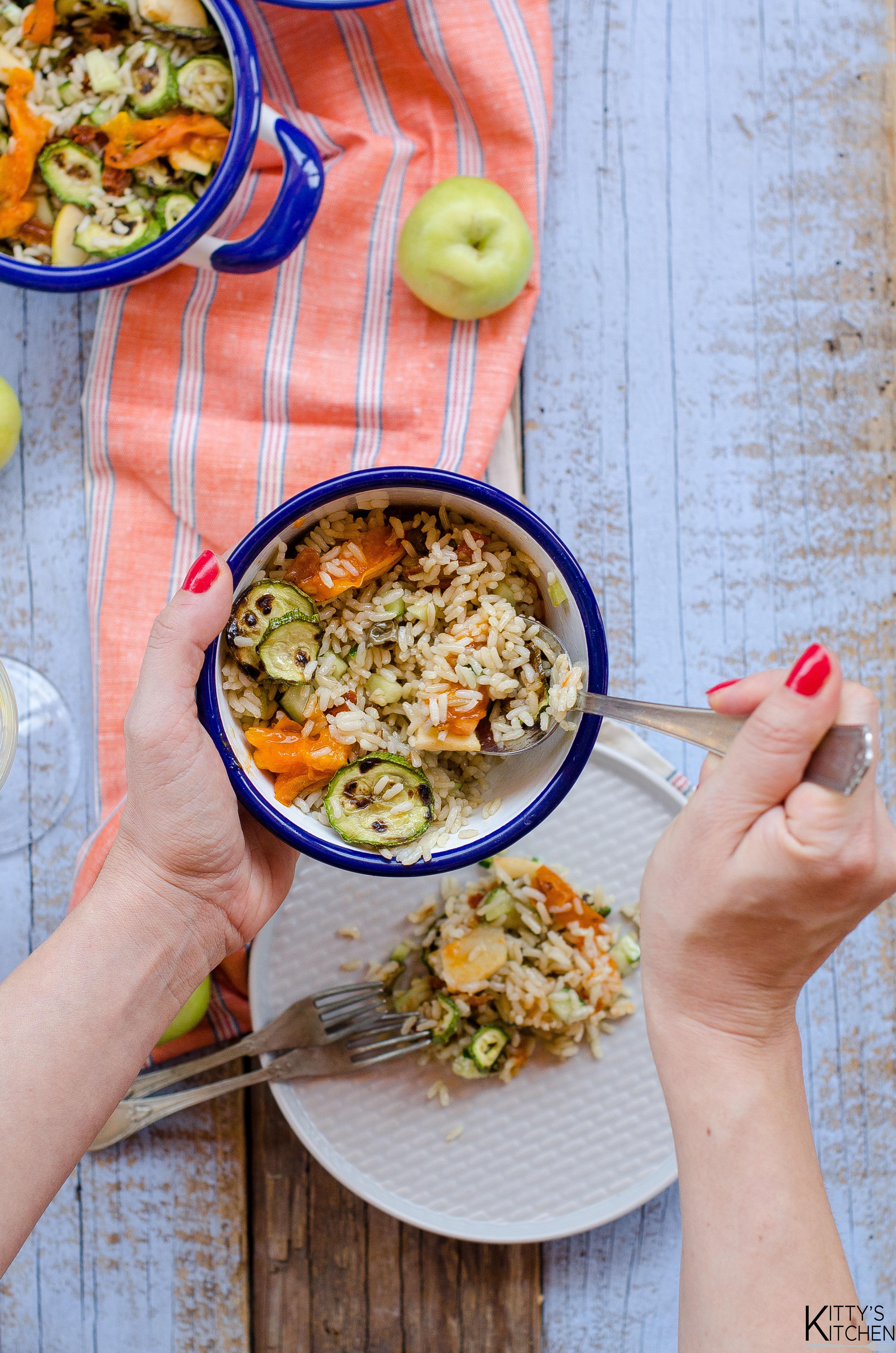 riso, zucchine grigliate, melette e albicocche