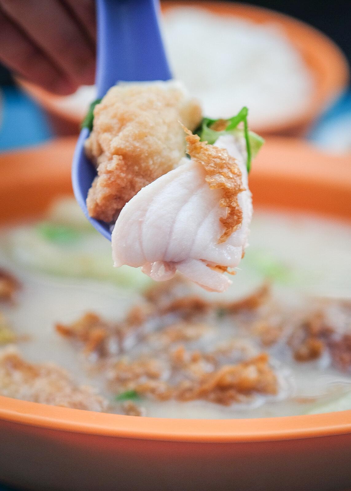 两个金枪鱼的鱼子汤