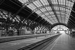 Wait for the train Leipzig Central Station