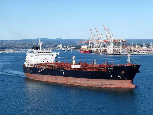 tauranga matuku schiff ship vehicle vessel fahrzeug tanker harbour hafen newzealand rx100m6 sky water wasser seasunclouds seascape seashore 012966